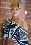 Rihanna+Short+Hairstyles+Bowl+Cut+mxfR6TbopQcl