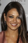 Mila+Kunis+Makeup+Metallic+Eyeshadow+hP77oU4POxbl