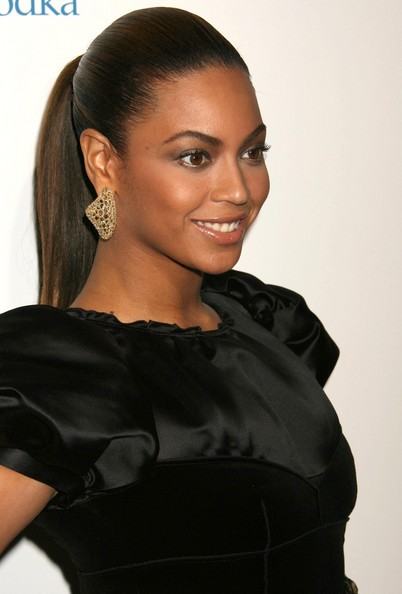Beyonce+Knowles+Dangle+Earrings+Gold+Dangle+IFdeGC-Pia3l