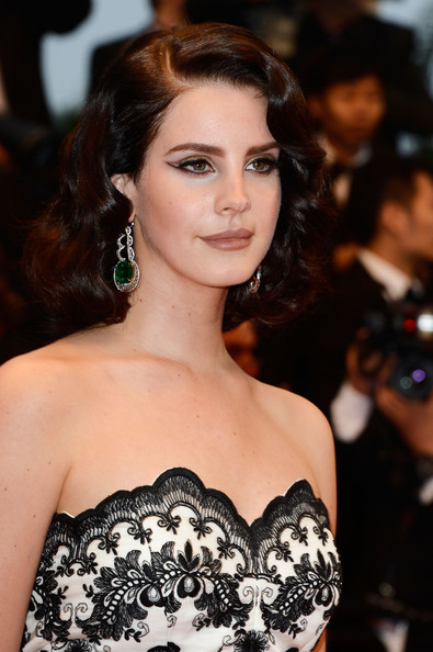 Lana+Del+Rey+Shoulder+Length+Hairstyles+Medium+BNi6ZHoNAHWl