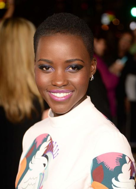 lupita-makeup-plum-lips-blue-eyes-h724
