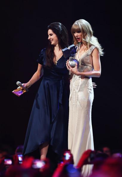 Taylor+Swift+Lana+Del+Rey+MTV+EMA+2012+Show+pV9LOEyyjG6l