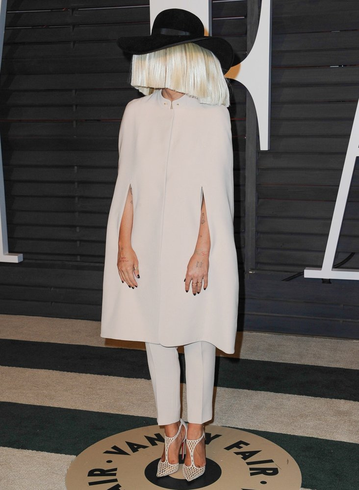 Calendar June Sia : Sia furler vanity fair oscar party