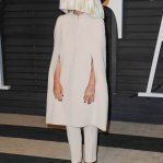sia-furler-2015-vanity-fair-oscar-party-01