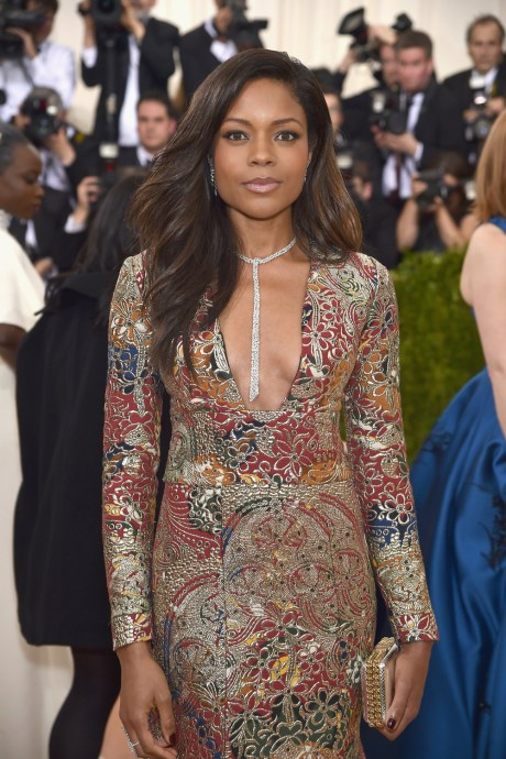 Naomie-Harris-Met-Gala-2016-Red-Carpet-Fashion-Burberry-Tom-Lorenzo-Site-1