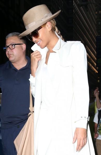 Beyonce+Knowles+Dress+Hats+Fedora+6eqvReM8b-Sl