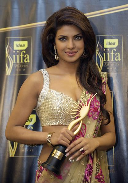 Priyanka Chopra Long Hairstyles Layered Cut Doy4gvt6gurl Messymandella