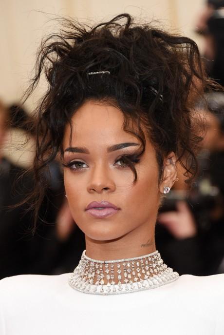 Rihanna+Updos+Messy+Updo+FaSppPW4MmEx