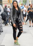 16177318-7258177-Center_of_attention_Jordin_s_jeans_were_cropped_above_the_ankle_-m-80_1563394954863